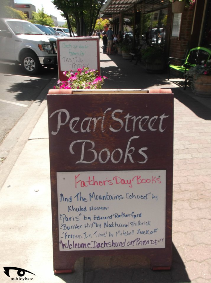 Pearl St outside sign